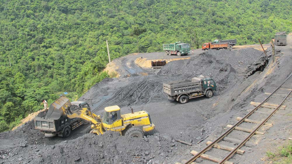 """Lắp đặt camera, trạm cân tại các mỏ khoáng sản: """"Quá tam ba bận"""" vẫn không xong"""